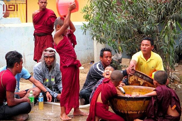 myanmar-new-year-02